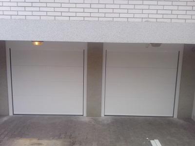 Dvoja nova sekcijska garažna vrata bela