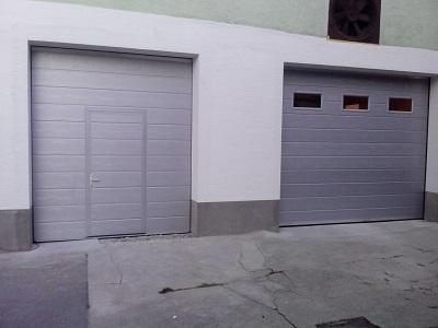 Dvoja srebrna sekcijska garažna vrata z eno črto