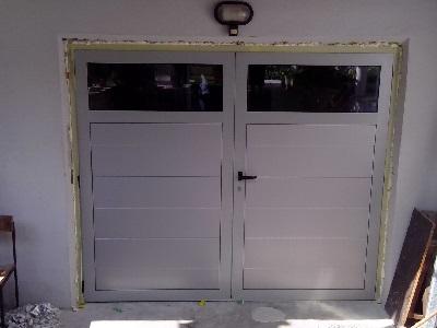 Dvokrilna garažna vrata srebrna z eno črto