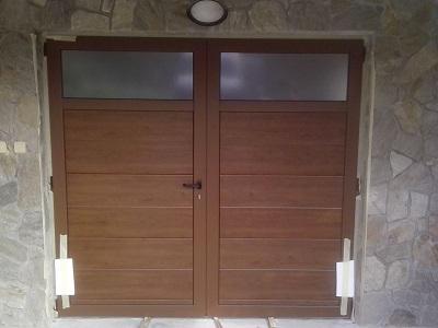 Dvokrilna garažna vrata - temni hrast