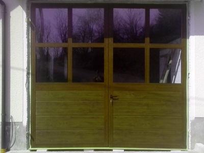 Dvokrilna garažna vrata z okni