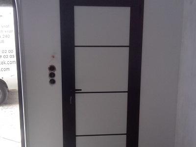 Enokrilna vrata - črno-bela