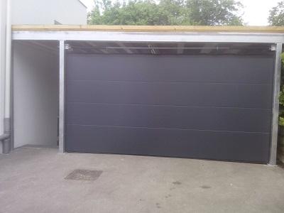 Sekcijska garažna vrata - antracit brez črt