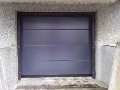 Sekcijska garažna vrata gladka lamela