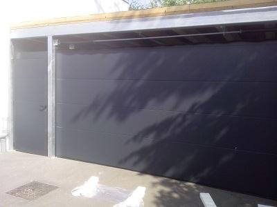 Sekcijska garažna vrata - gladka lamela antracit
