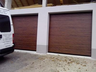 Sekcijska garažna vrata - gladka lamela z eno črto