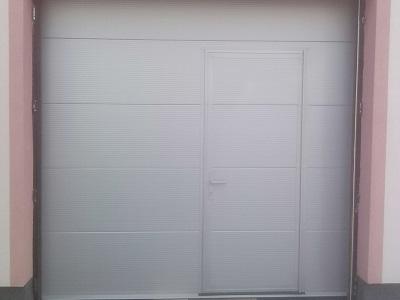Sekcijska garažna vrata - gladka lamela
