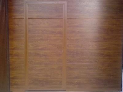 Sekcijska garažna vrata - imitacija lesa gladka lamela