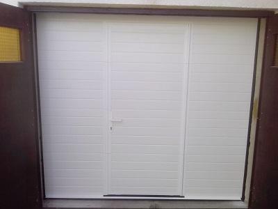 Sekcijska garažna vrata - linijski vzorec bele barve