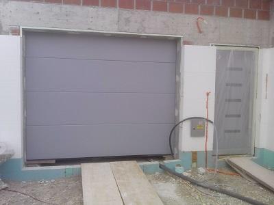 Sekcijska garažna vrata - siva
