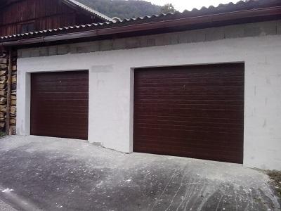Sekcijska garažna vrata - temno rjav linijski vzorec