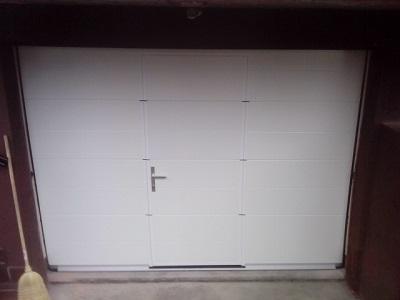 Sekcijska garažna vrata - z eno črto in osebnim prehodom