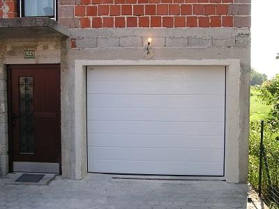 Sekcijska garažna vrata - z eno črto