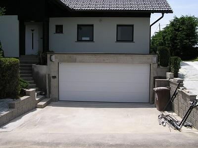 Velika sekcijska garažna vrata - z eno črto
